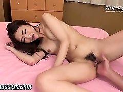 Japanese girl unloads after fingering