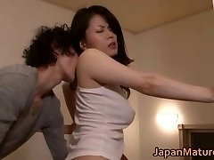 Miki Sato nipponjin nobriedusi meitene