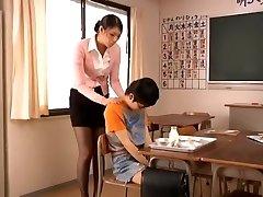 ת ' ור מאניה ~ ~ Yuu אסו הרגליים ואת התחת של בחורה יפה זונה גבוה