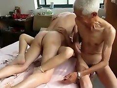 驚きの自家製ビデオThreesomeは、Granniesシーン