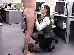 Seductive Asian babe gets down on her knees and gives a nic