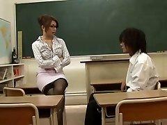 アジアの教師に魅了される人学生、Blondeloverます。