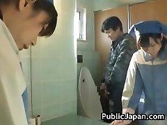 アジアのトイレ付き添いの掃除間違ったpart3