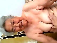 močiutė rodyti