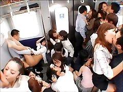 電車通勤の舌スが恋愛のファーストステップOrgyす!
