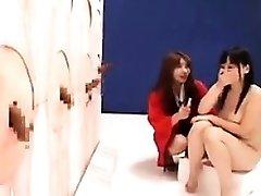 Buxomアジアの女の子との素晴らしい尻fucksハードポールウィット
