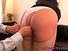 Splooging pornstar Hana Haruna gets spanked
