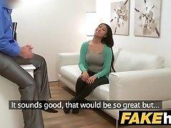 Falso Agente de peitos Grandes Asiático quer rígido foda no sofá de fundição