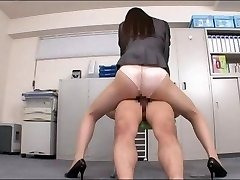 Office lady desfrutando de seu pénis