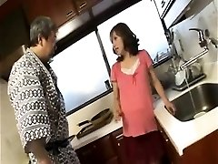 Horny prego housewife gives blowjob