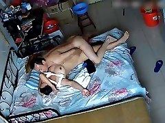 出租屋偷拍中年男趁老婆起床穿衣前干上一炮 Japanese couple