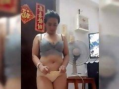 indo maid sri utami sexy dance 19