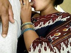 sexo oral público indiano no corredor do apartamento