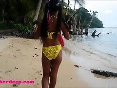 Ameteur Pequena Tailandês Adolescente Heather Profunda dia na praia dá deepthroat