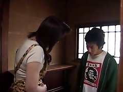 Vídeo japonês 308 e a madrasta e menina