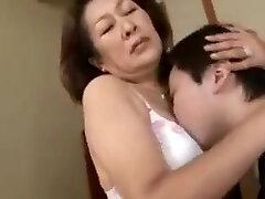 carinho de mãe e filho