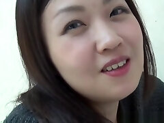 adolescentes asiáticos urinam na sanita