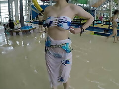 Dating with Jpanese beautiful lady in a public pool