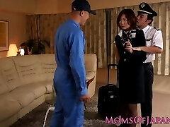 Asiática milf flight attendant socada no cu