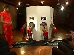 Um grande femdom Asiático filme com um monte de escravos