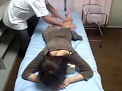 Japonês cutie perfurado em oculto cam massagem vídeo