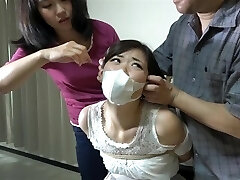 meninas asiáticas e amordaçada