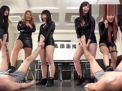 audição japonesa de adoração a pé atropela o feminismo