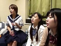 quatro alunas chegar a sua casa