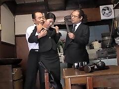 dona de casa perversa, aoi wajo está a jogar jogos sexuais à bruta