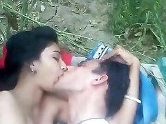 menina bonito sexo ao ar livre