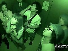 preso no elevador maika e aoi miyama - mais em caribbeanco