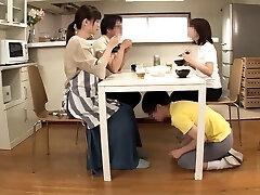 sexe de groupe japonais avec l�chage de chatte et baise
