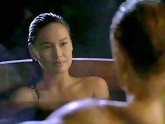 Asiática Tia Carrere vai para Dolph Lundgrens Big Blond Pau