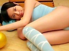 Celia de 1fuckdate.com - Asiática teen cameltoe puro não nude