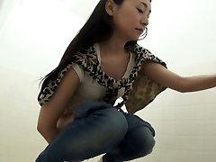 Fetish oriental peeing