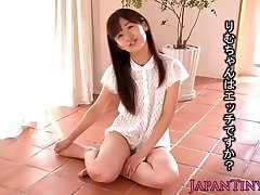Tiny Rimu Sasahara squirts when fingerblasted