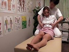 Chisato Ayukawa, Nao Aijima em OL Profissional de Massagem Clínica 15 parte 1