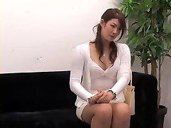 Adorável Jap passeios de um ramrod em oculto cam vídeo da entrevista
