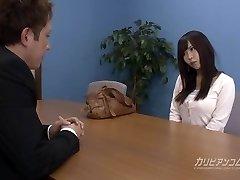 Entrevista de emprego leva chupando um pau