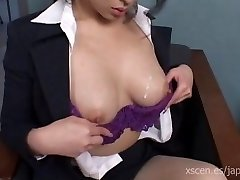 Chinami Sakai japanese assistant gives a hot blowjob