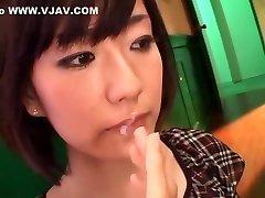 חרמנית יפנית בחורה Manami Komukai נהדר Handjob, גמירות JAV הסצנה