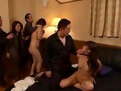 נפלא יפנית זונה Aoi Mikuriya, קלואי Fujisaki ב החמים סאדו, ציצים קטנים JAV הסרט