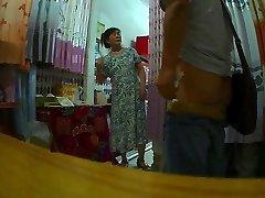 पर्दा दुकान, चाची चमकती