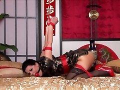 Kimono & Strappado Gultā