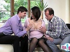 Seksīga amatieru deepthroat bezdelīga
