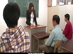 Nekaunīgs skolotājs ir tvaikojošs fuck skolā
