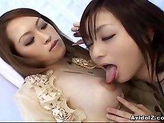Japonski lezbijke igranje z dildos