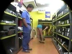 Parduotuvėje