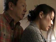 Mina Kanamori hot Asian je nadržaný milf gazdinka
