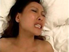 balts puisis izdrāž ķīniešu sieviete